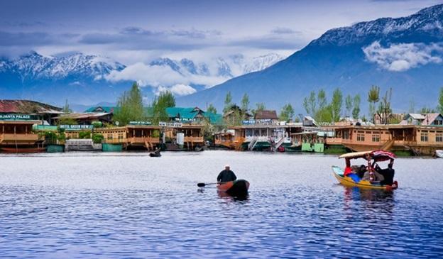 1609927531_480273-kashmir-houseboat.jpg