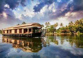 1600760150_472927-Houseboat_in_Kerala.jpg