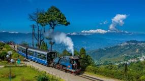 1609914611_342770-Batasia-loop-Darjeeling-1360x765.jpg
